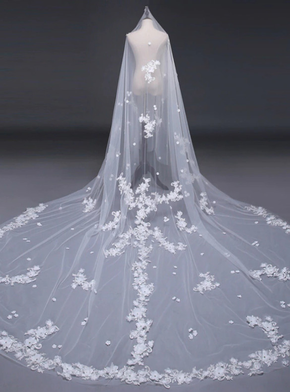 White Yarn Mop The Floor Wedding Veil
