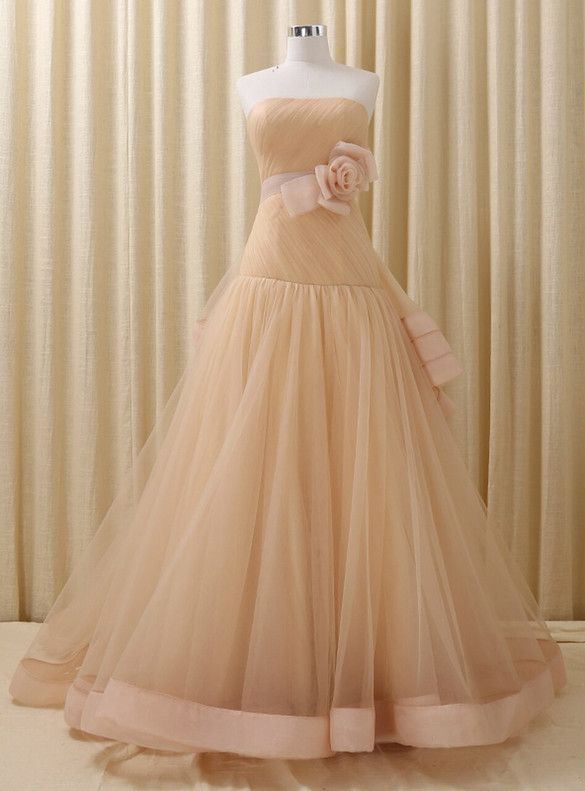 Champagne Tulle Strapless Pleats Quinceanera Dress