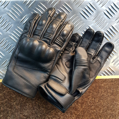 Mens Short Leather Motorcycle Gloves - Finn Moto