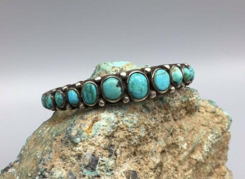 BEAUTIFUL 17 turquoise stone cuff, Ingot made.