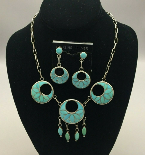 Vacit necklace and earring set