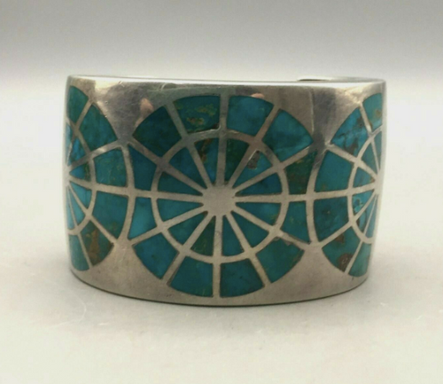 Inlay and overlay bracelet
