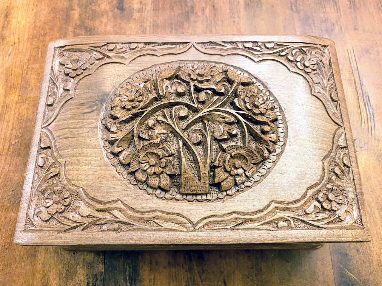 """Top Design of """"Love's Bouquet"""" Handcrafted Jewelry Box"""