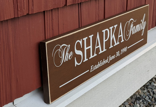 Family sign with personalized name - side view
