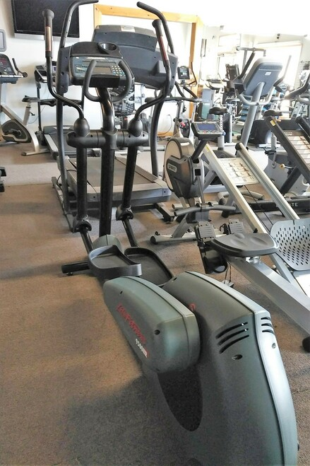 Life Fitness CT-9500 Elliptical Cross-Trainer