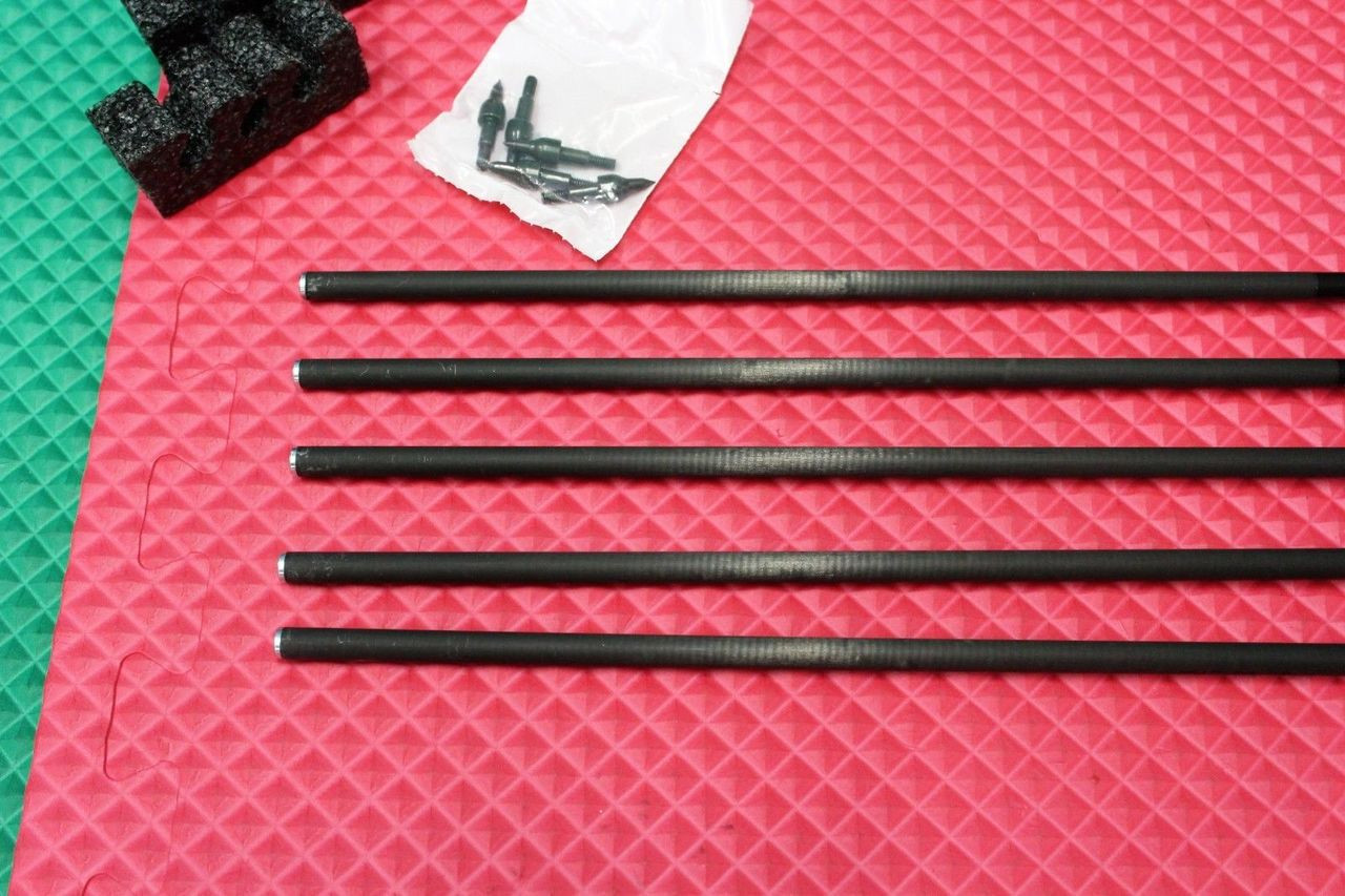 BARNETT CROSSBOWS HEADHUNTER CARBON ARROWS with FIELD POINTS 5 PACK