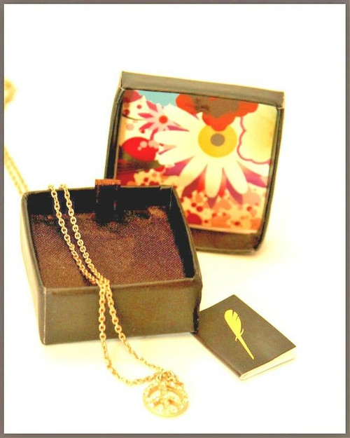 New Lucky Feather PEACE SIGN Necklace Pendant Nice Gift Studded Gold Plated