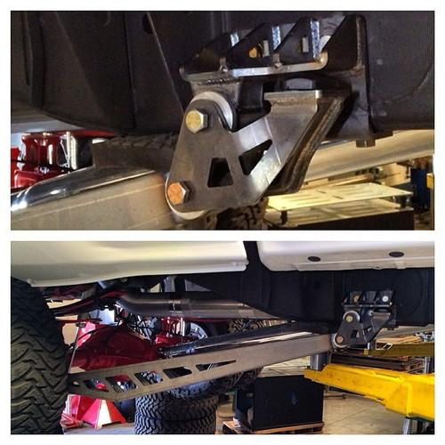 Chevrolet Silverado 1500 2014-2018 Traction Bar Kit - Mcgaughys Part #50718