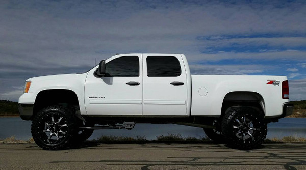 """7-9"""" Lift kit for the 2001-2010 GM Heavy Duty with Toyo M/T Open Country 35x12.50, on 20x12 Moto Metal 970 Gloss black w/Machine Face"""