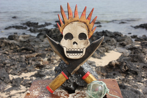 "Skull w/ Cross Knives & Flame 10"" - Crossbones Decor 
