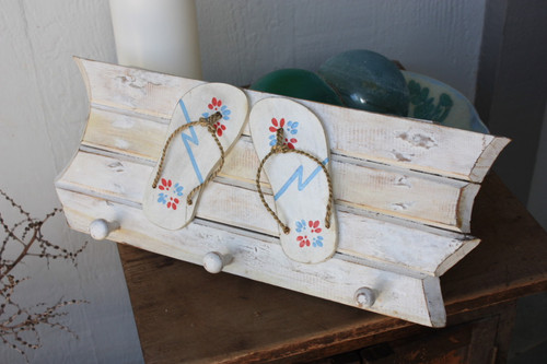 """Hanger w/ Slippers """"Island Style"""" 3 Pegs 20 inch - White 