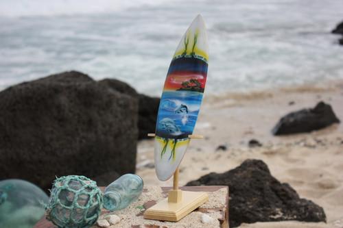 """Surfboard w/ Stand Dolphins In Shorebreak Design 12"""" - Trophy   #lea03e30"""
