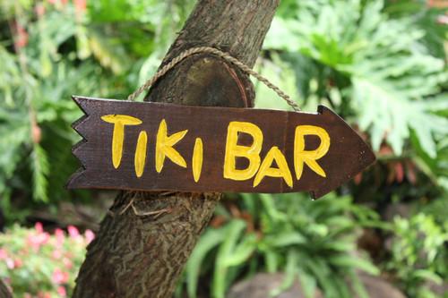 "Tiki Bar Arrow Driftwood Sign 12"" - Tropical Decor | #Dpt528430"