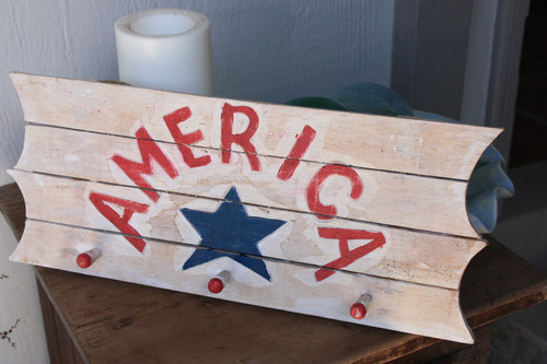 "America Hanger on Planks 20"" - 3 Pegs Americana Decor   #dpt531750"