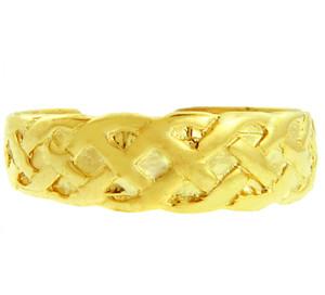 Bold Yellow Gold Trinity Knot Toe Ring