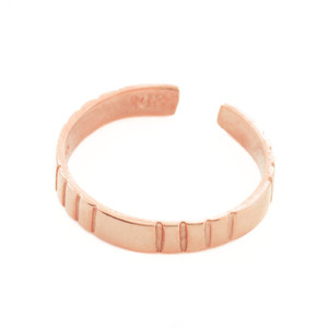 Classic Rose Gold Toe Ring with Stripes