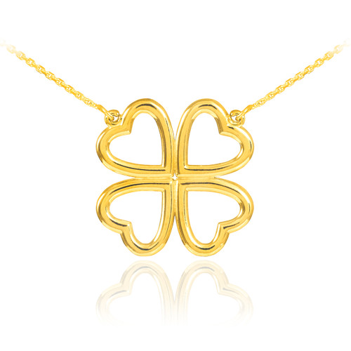Four-leaf clover necklace in gold.