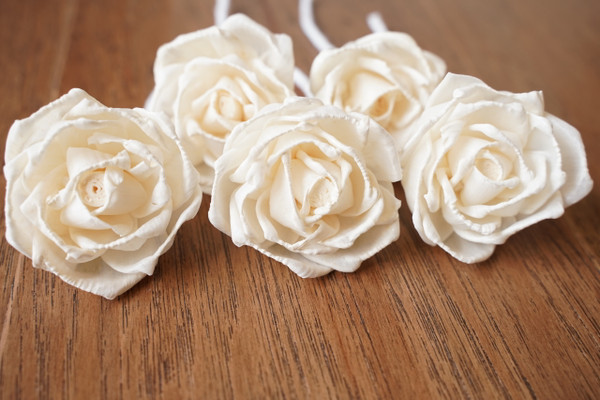 Rose flowers from sola wood with cotton wick