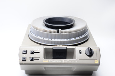 Pre-Owned Ektagraphic Iii Amt Slide Projector with 100-200 zoom, remote and hard case