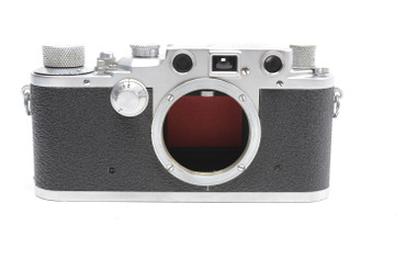 Pre-Owned - Leica IIIc RED CURTAIN (1940) (SN#:366066) (Total made: 69,000)  w/ 50mm F/2.0 Summitar lens(1940) (Total Made: 5,000 ) (SN#:552129)