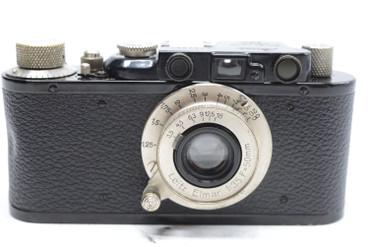Pre-Owned Leica II BLACK (1933) (Total Made:1,600). W/ Lens (SN:157609) Elmar 50mm(~5cm)  f/3.5, built in 1933. 1300 were made.
