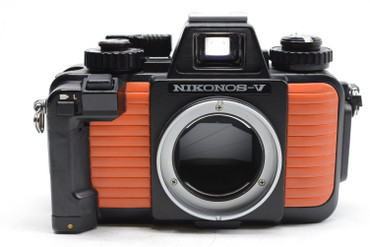 Pre-Owned - Nikonos V, 35mm Film Underwater Camera w/28mm F/3.5 Lens