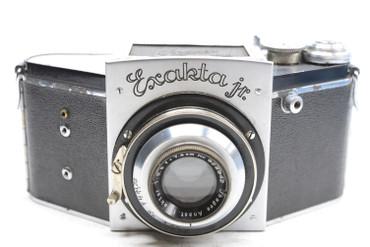 Pre-Owned - Exakta Jr  (SN#:415635) w/7.5cm (75mm) F/3.5 Jhagee Anast. Exaktar Lens (SN#:928942)