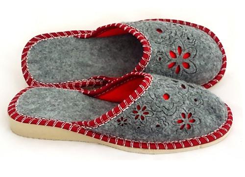 Women's Felt Home Slippers - Close Toe (Red)