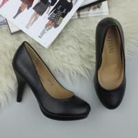 Closeup view of features of Black PU High Heel Platform Court Shoes