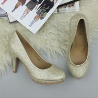 Closeup view of features of Gold Glitter High Heel Platform Court Shoes