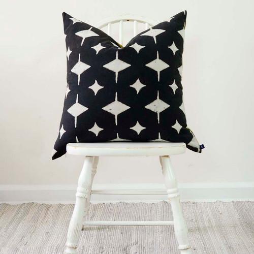 black-white-pillow-for-sofa