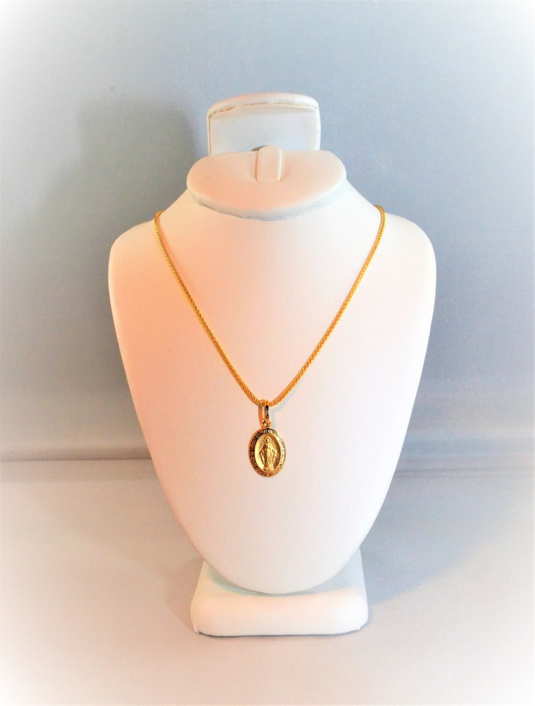 18k Immaculate Pendant Necklace