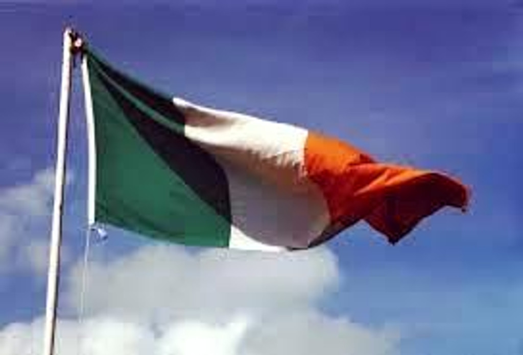 Large Ireland flag (8ft X 5ft)