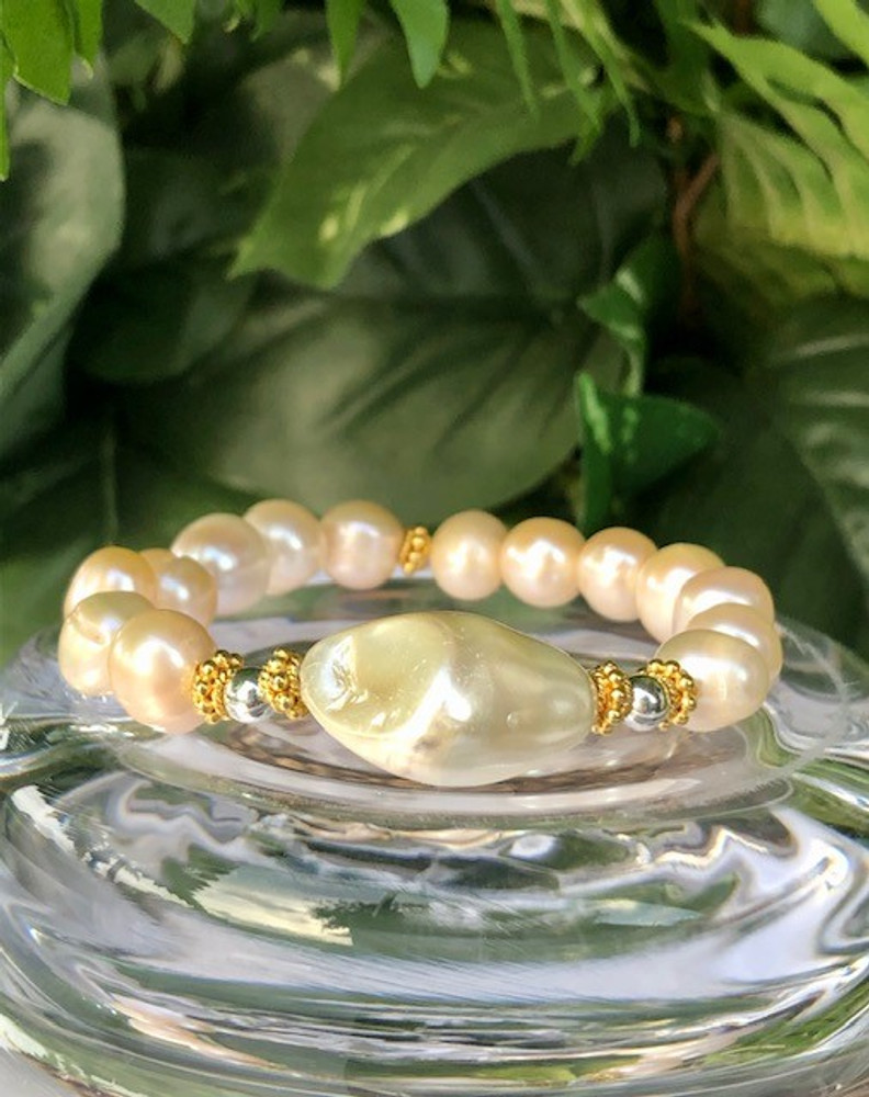 Pearl (Pink) Bracelet with Baroque Shell Pearl