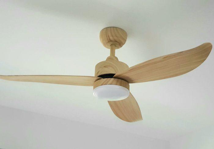 bestar-razor-pine-ceiling-fan-with-light.jpeg