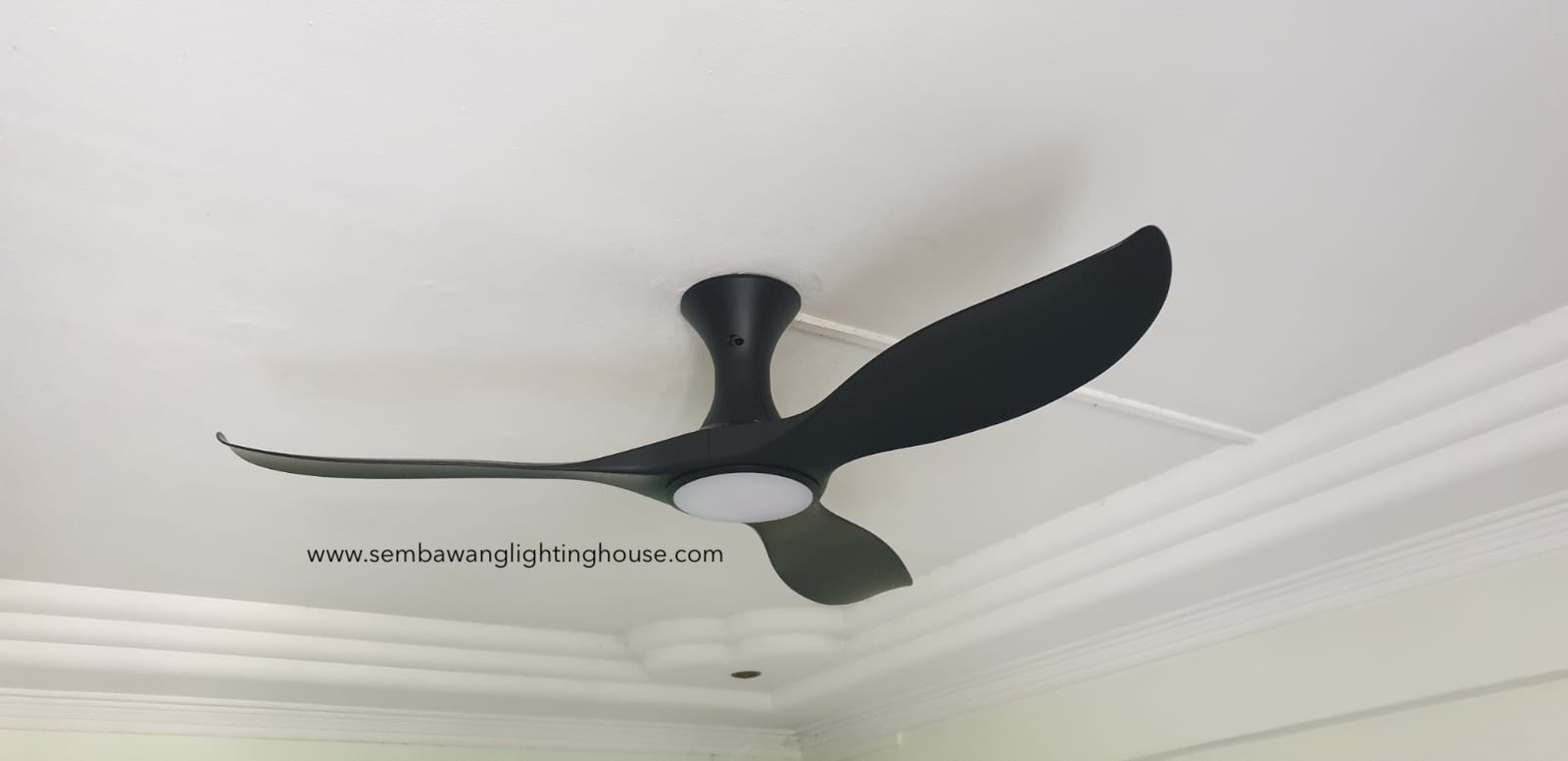 efenz-hugger-ceiling-fan-with-light-black-sembawang-lighting-house-05.jpg