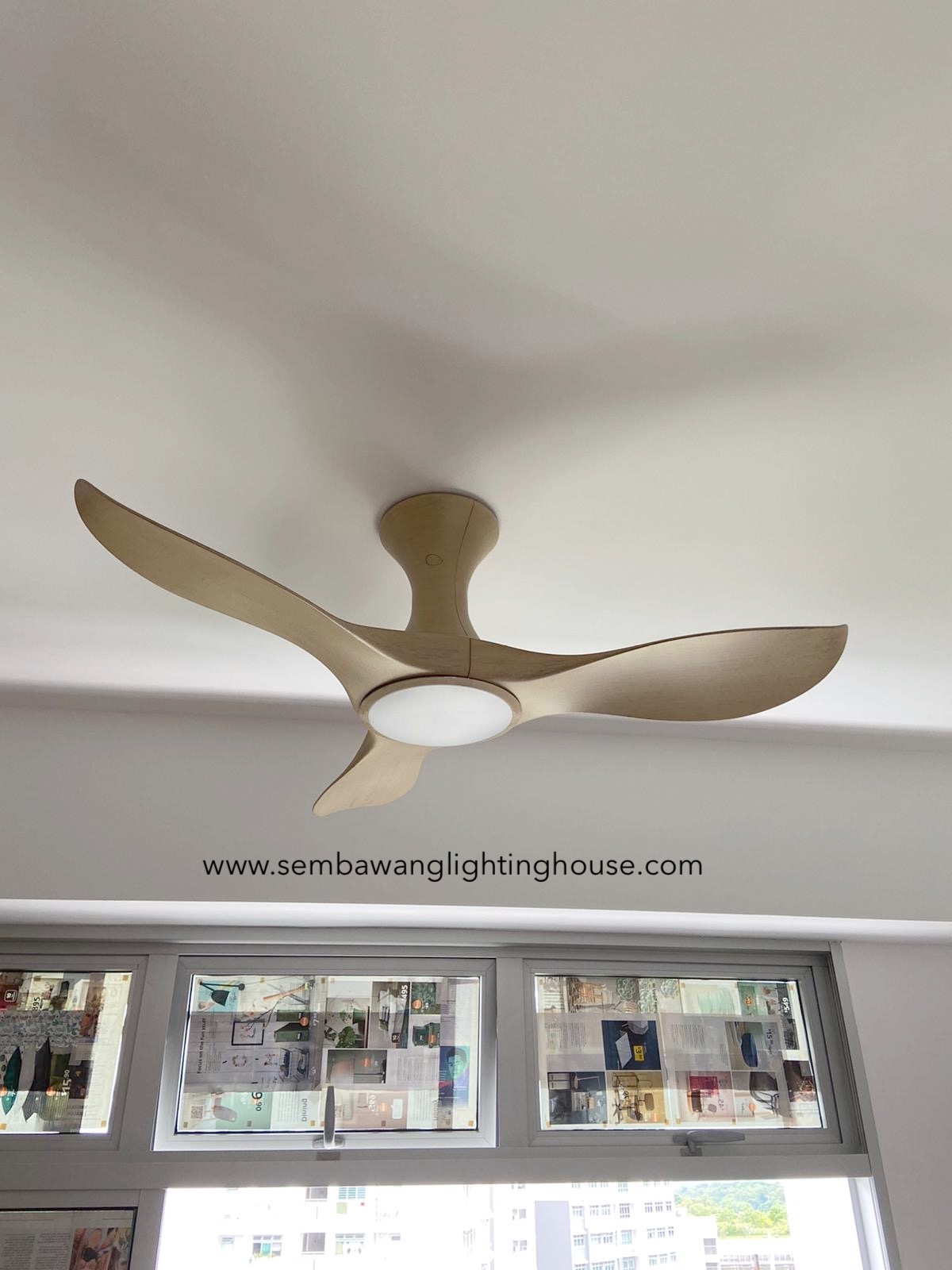 efenz-hugger-ceiling-fan-with-light-maple-wood-sembawang-lighting-house-01.jpg