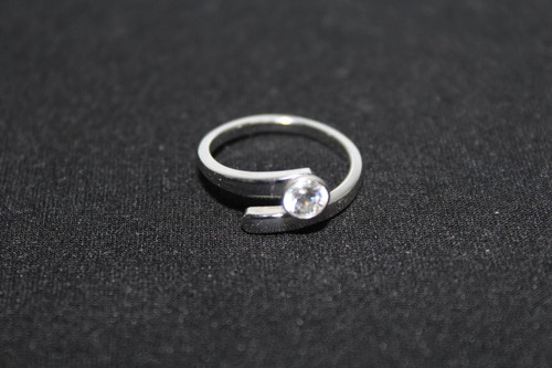 SWAROWSKI Ladies Silver Toned Crystal Stone Single Twirl Ring Jewellery US8 UK P