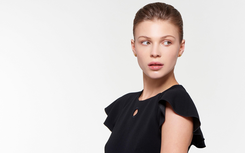 shining ball stud 22 karat polished gold earrings on elegant model