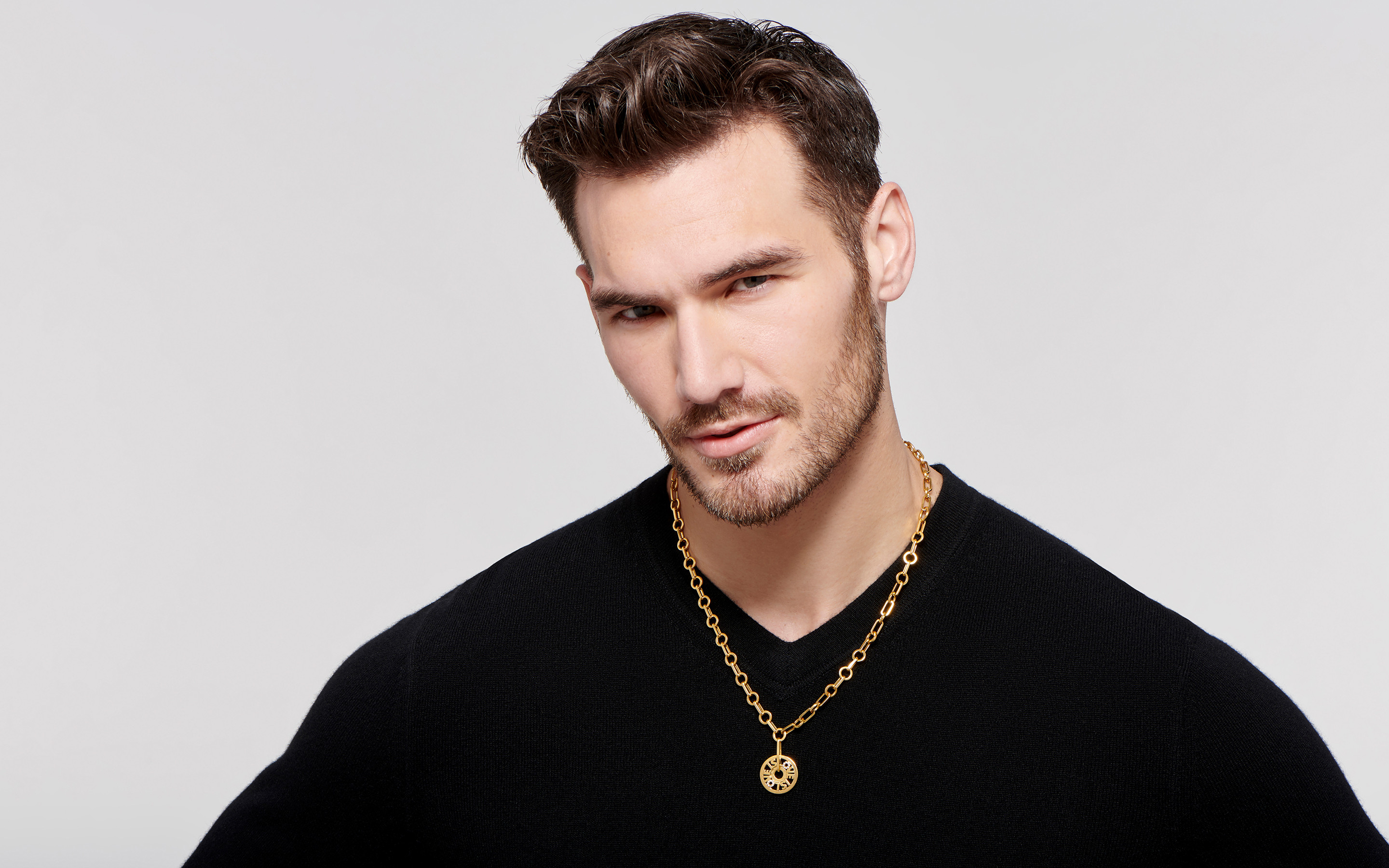 22 karat gold necklace displayed on the neck of young male model