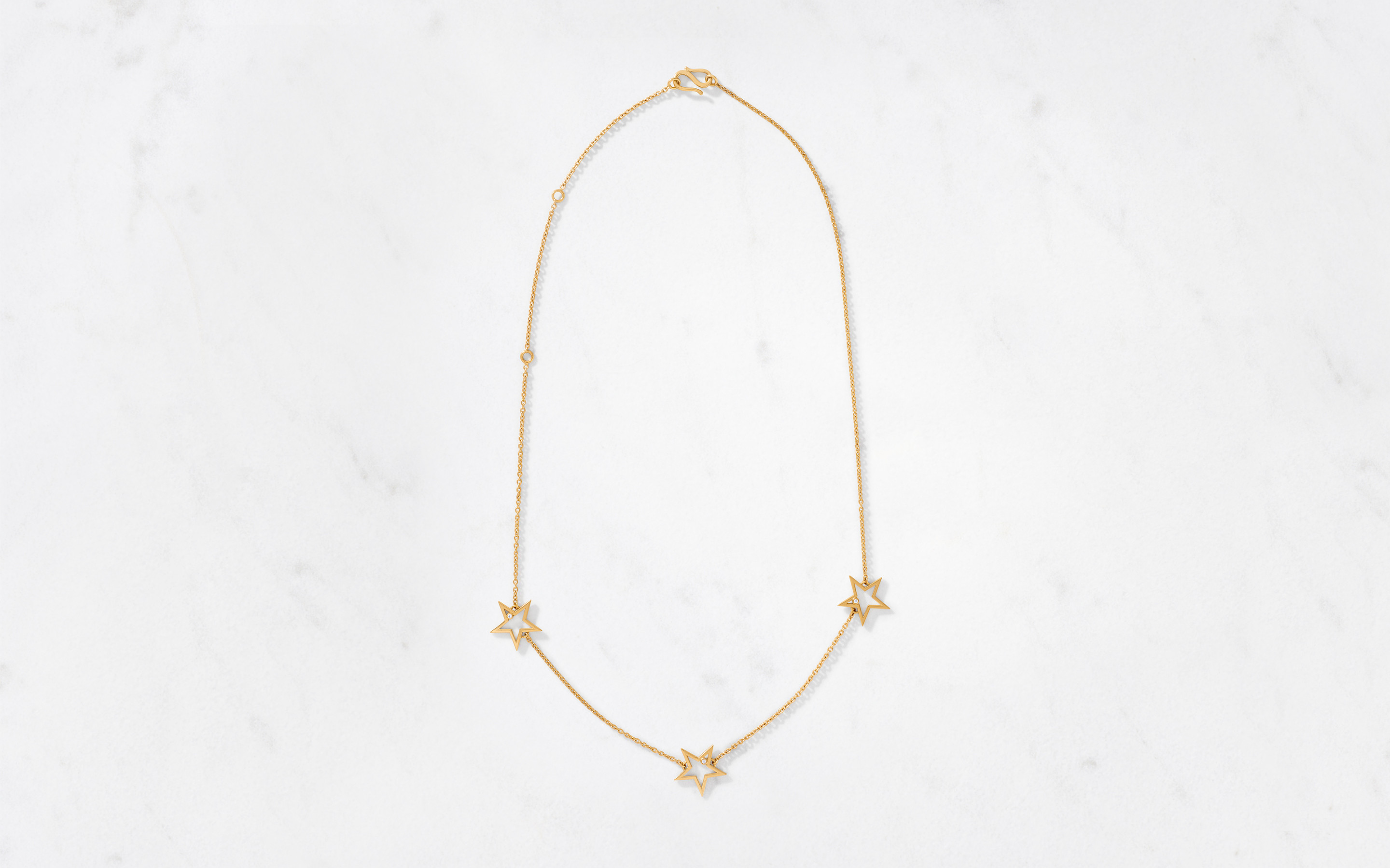 Stunning 22 karat necklace studded with sparkling stars on a spectacular gold chain