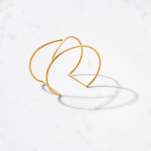 Sleek linear design defines our perfectly curved Short Maze Cuff. Rendered in 22 karat polished gold with a gold weight of approximately 21 grams, this abbreviated version of our Tall Maze Cuff is the perfect representation of easy luxe style.