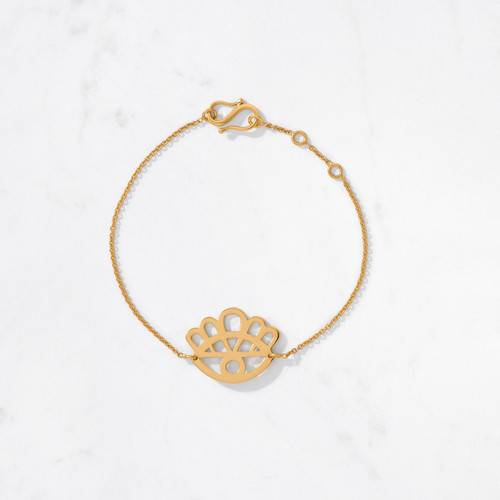 Floral Eye Bracelet offers golden protection with a mere flick of the wrist and in the blink of an eye. Handcrafted from 22 karat gold with a gold weight of approximately 6.5 grams.