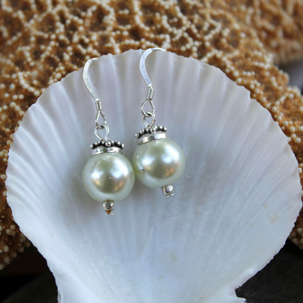 The Calming Vintage Pearl Earrings