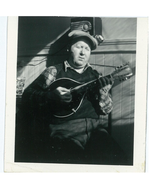 nicola-mandolinjpeg.jpeg