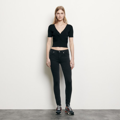 Ribbed knit cropped top with V neck - Black