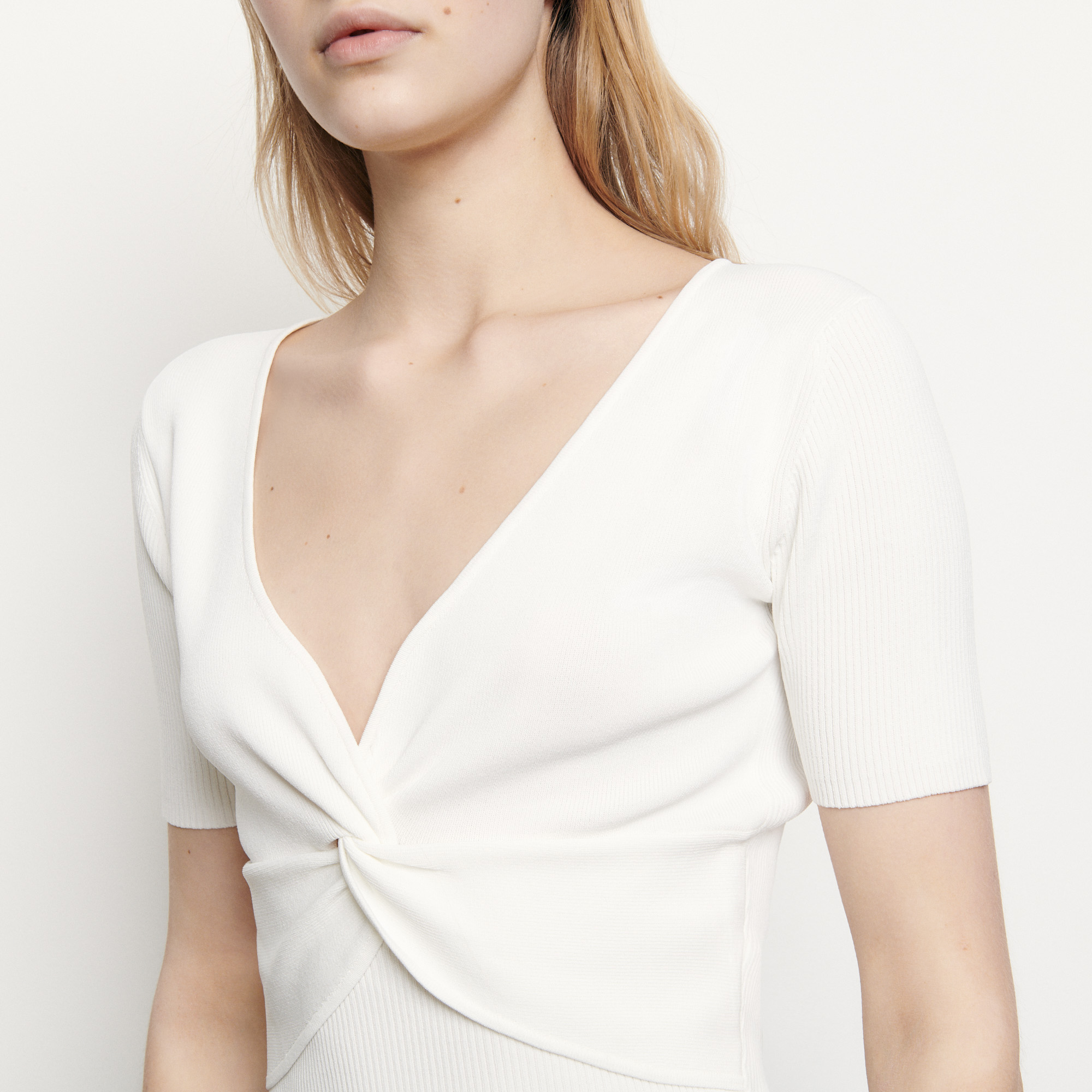 Ribbed knit cropped top with V neck - White