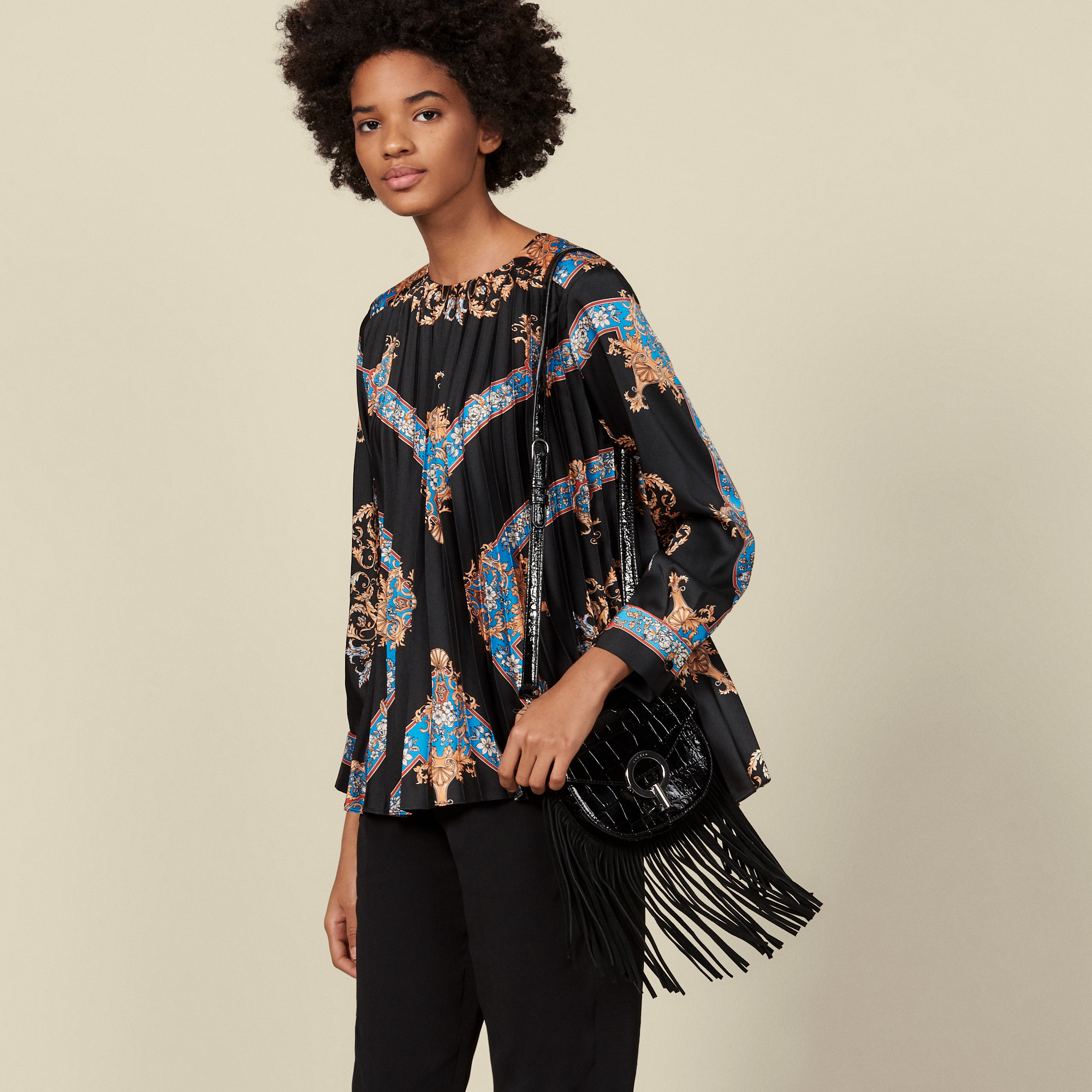 Floaty printed top with pleats  - Black