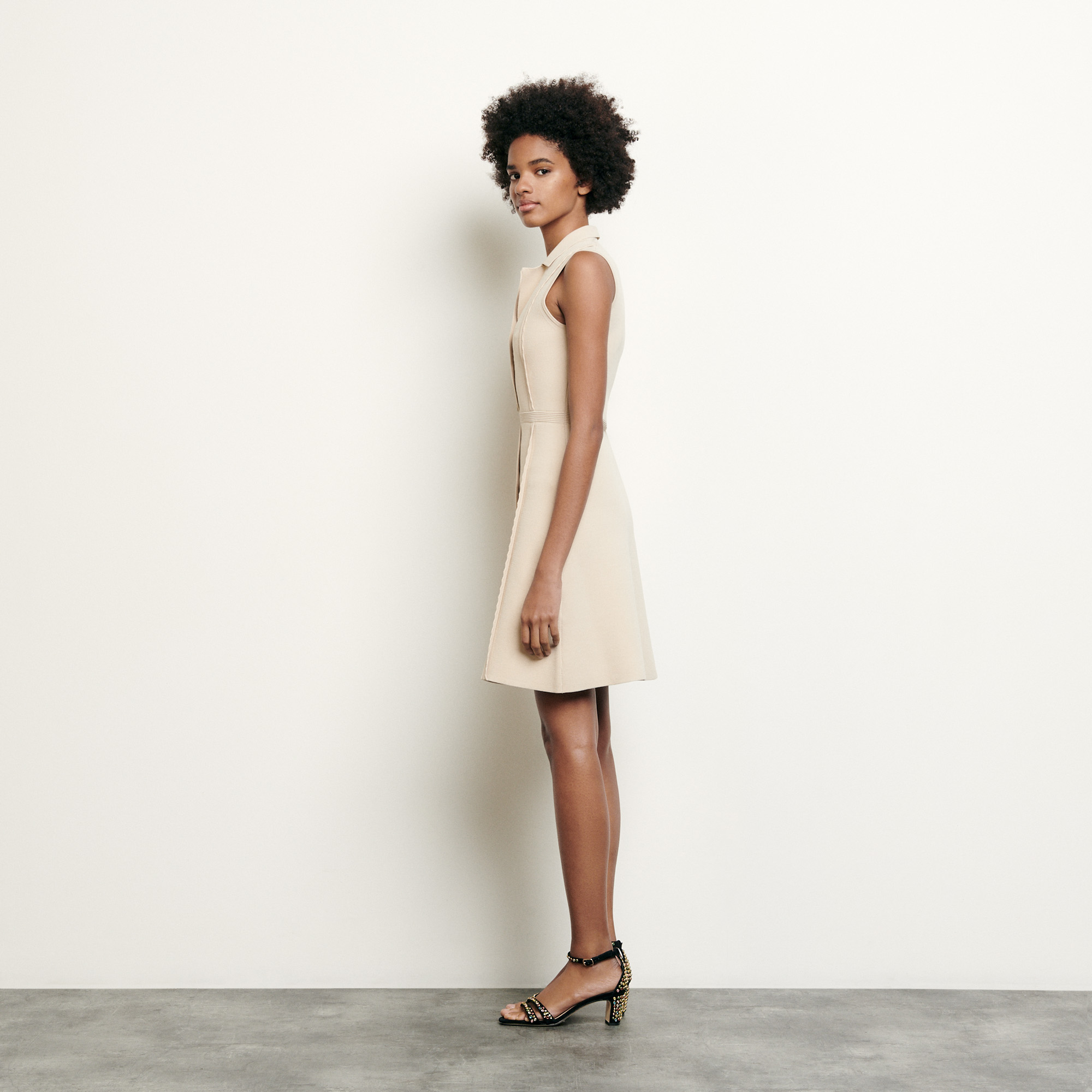 Short knitted dress with tailored collar - Beige