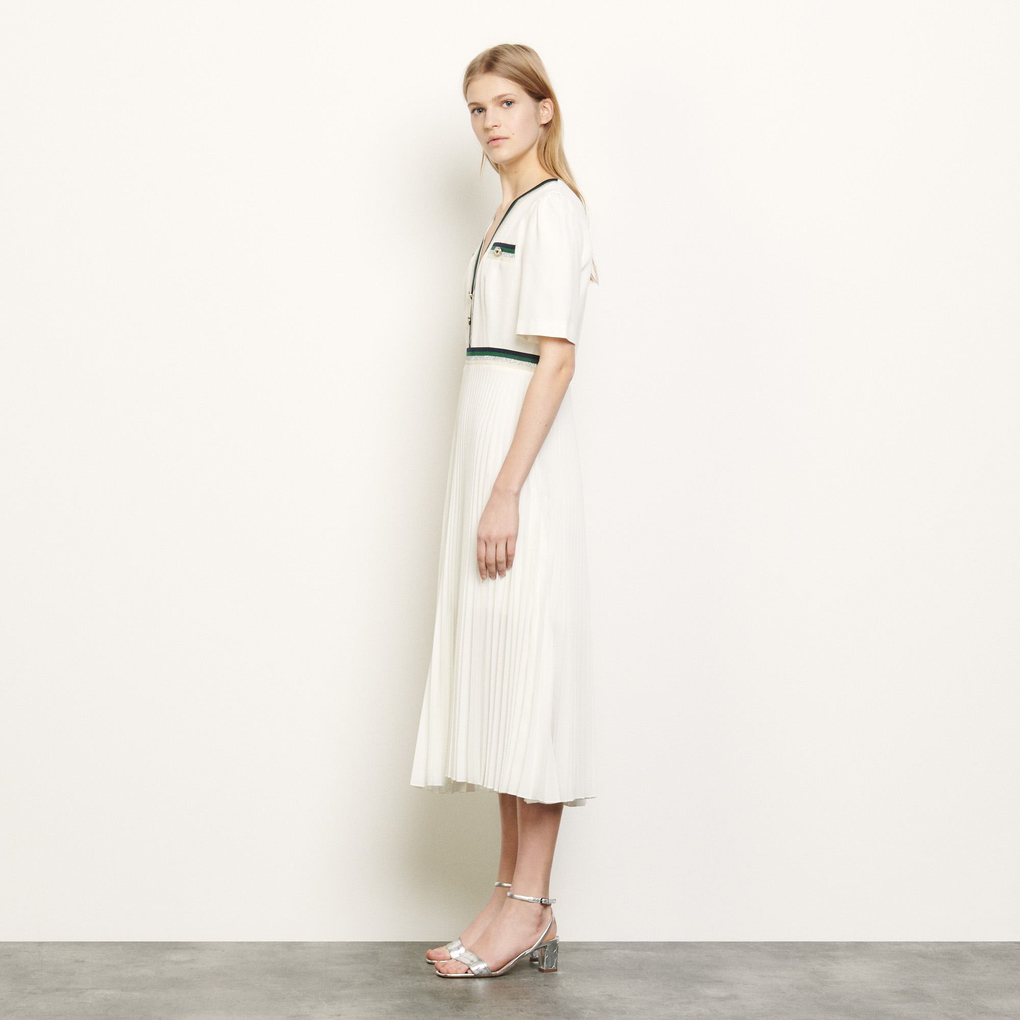 Long pleated dress with short sleeves - Ecru